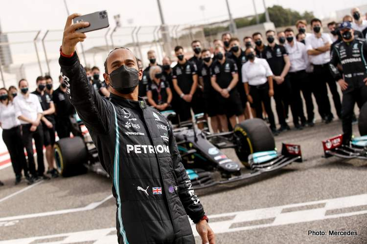 lewis hamilton mercedes w12 testing film day bahrain 2021 f1 selfie