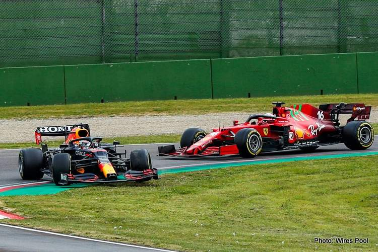 Max-Verstappen-Charles-Leclerc-Imola-2021-spin