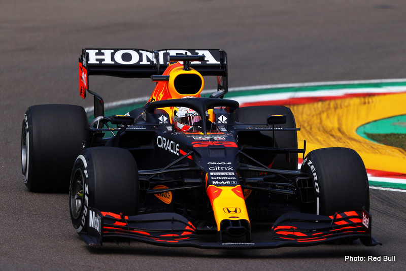 Horner IMOLA, ITALY - APRIL 16: Max Verstappen of the Netherlands driving the (33) Red Bull Racing RB16B Honda on track during practice ahead of the F1 Grand Prix of Emilia Romagna at Autodromo Enzo e Dino Ferrari on April 16, 2021 in Imola, Italy. (Photo by Bryn Lennon/Getty Images) // Getty Images / Red Bull Content Pool // SI202104160167 // Usage for editorial use only //