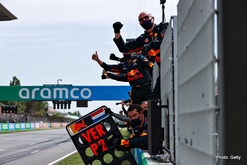 Brundle BARCELONA, SPAIN - MAY 09: The Red Bull Racing team celebrate the second place finish of Max Verstappen of Netherlands and Red Bull Racing during the F1 Grand Prix of Spain at Circuit de Barcelona-Catalunya on May 09, 2021 in Barcelona, Spain. (Photo by Mark Thompson/Getty Images) // Getty Images / Red Bull Content Pool // SI202105091133 // Usage for editorial use only //