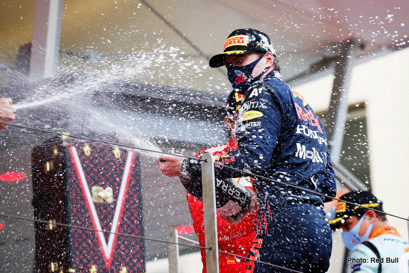 Hakkinen MONTE-CARLO, MONACO - MAY 23: Race Winner Max Verstappen of Netherlands and Red Bull Racing celebrates on the podium with sparkling wine during the F1 Grand Prix of Monaco at Circuit de Monaco on May 23, 2021 in Monte-Carlo, Monaco. (Photo by Sebastian Nogier - Pool/Getty Images) // Getty Images / Red Bull Content Pool // SI202105230234 // Usage for editorial use only //