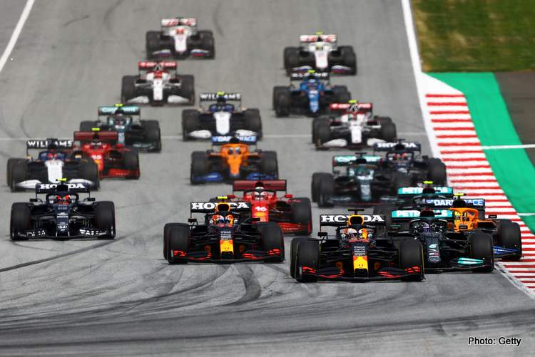 SPIELBERG, AUSTRIA - JUNE 27: Max Verstappen of the Netherlands driving the (33) Red Bull Racing RB16B Honda leads the field into turn one at the start during the F1 Grand Prix of Styria at Red Bull Ring on June 27, 2021 in Spielberg, Austria. (Photo by Bryn Lennon/Getty Images)
