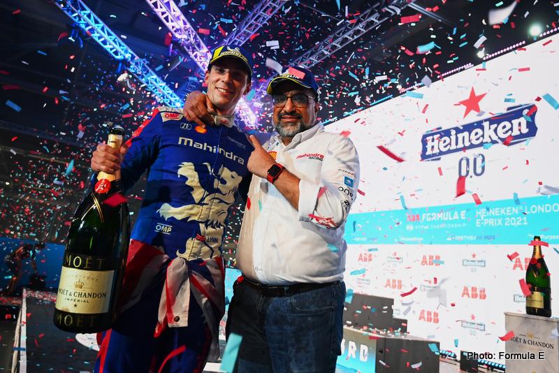 Alex Lynn (GBR), Mahindra Racing, 1st position, Dilbagh Gill, CEO and Team Principal, Mahindra Racing