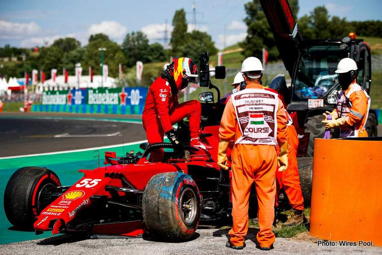 carlos-sainz-jr-ferrari-sf21-crash