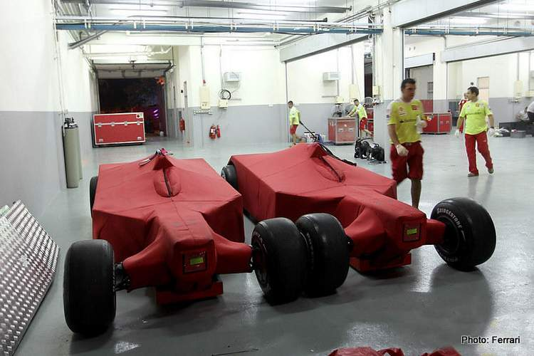 T-Car Scuderia Ferrari atmosphere. Pits. Sepang International Circuit.
