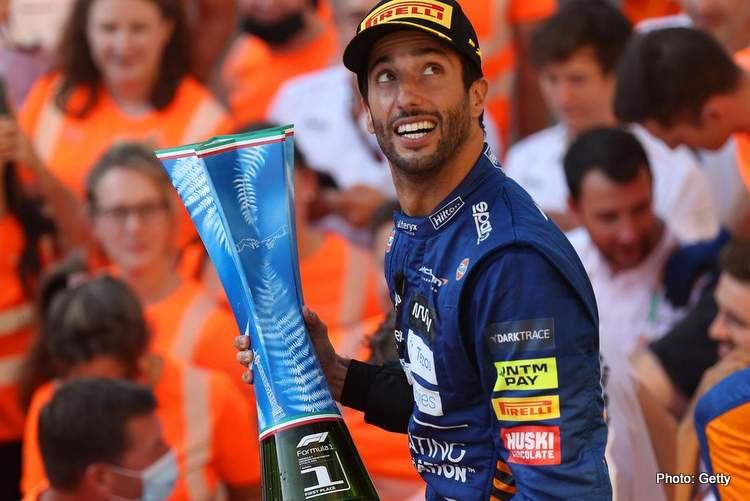ricciardo italian grand prix winner celebrates Mclarem-001
