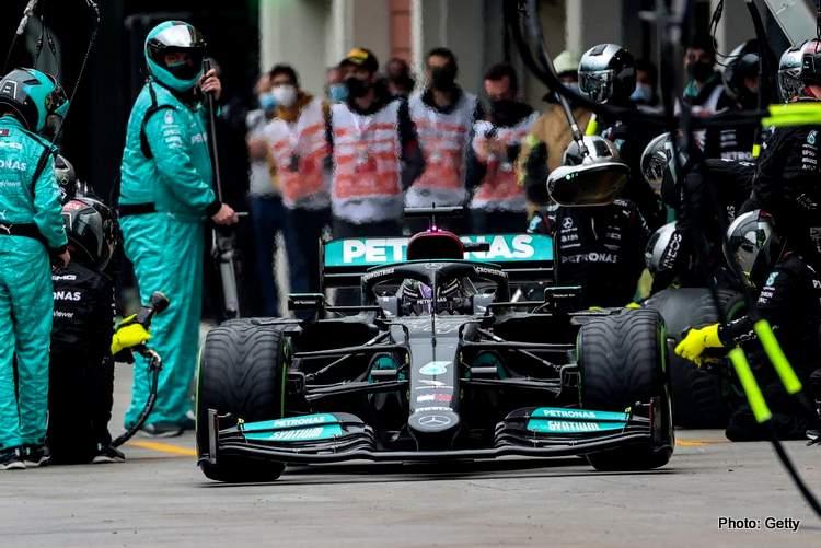 Hamilton-Turc-Grand-Prix-pitstop-getty